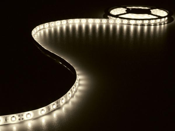 LED STRIP WARM WIT 5M 300 LEDS IP20 ZELFKLEVEND INCL. 12VDCADAPTER